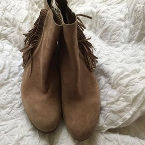 Vince Camuto Shoes - VINCE CAMUTO    nude fringe tassel ankle boots
